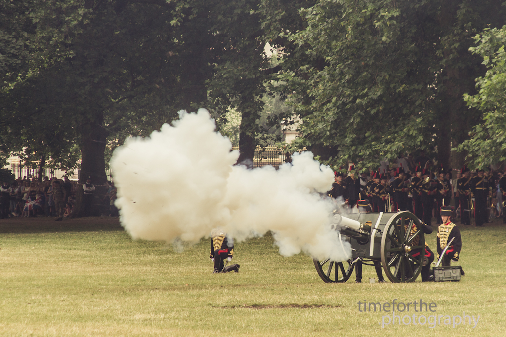 42 gun salute cannon firing outside buckingham palace for royal baby prince george