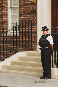 new prince to kate and william behind the scenes 11 police outside lindo wing