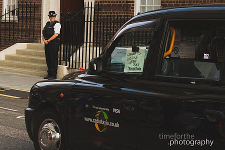 new prince to kate and william behind the scenes black cab congratulates lindo wind st marys hospital