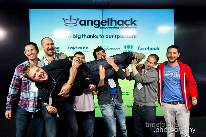 AngelHack London group projekta win.jpg